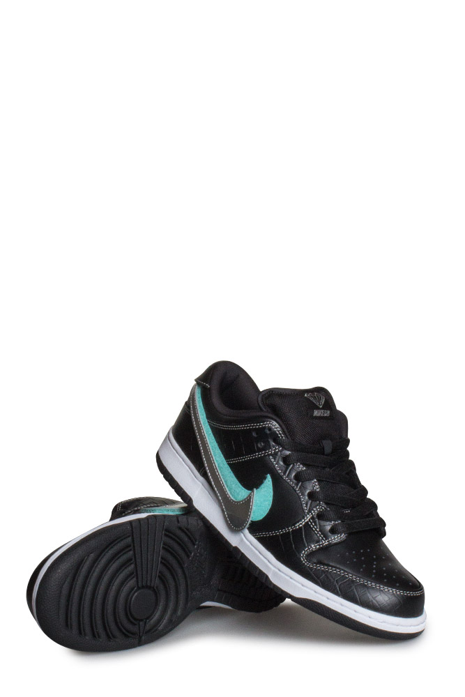 5f78a257c747 Nike SB X Diamond Supply Co. Dunk Low Pro OG QS Shoe Black Chrome ...