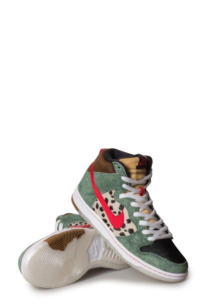 nike-sb-dunk-high-pro-qs-shoe-dogwalker-og-fir-university-red-black-white-01
